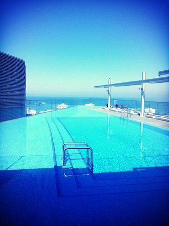Staybridge Suites Beirut : gorgeous pool and view