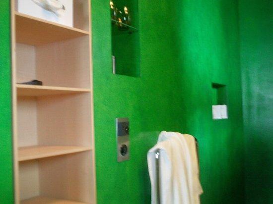 7132 Hotel : Bathroom