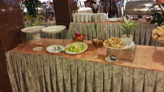 Luxury Nha Trang Hotel: Мягко говоря - не густо...
