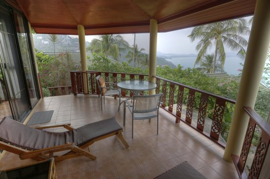 Samui Mountain Village: Terasse der Fern Villa 5 mit Blick aufs Meer