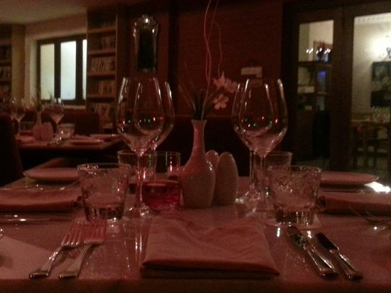 Maio Restaurant: Mood lighting technic