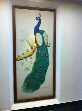 Golden Tulip Udaipur: wall painting
