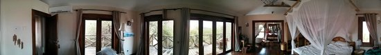 Escarpment Luxury Lodge: Panoramic of the room