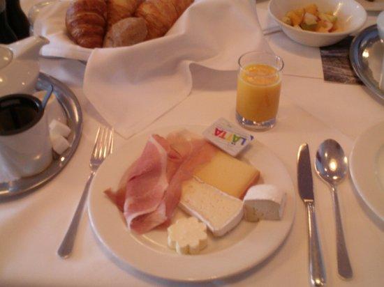 7132 Hotel: Breakfast