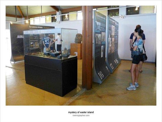 Museo Antropologico P. Sebastian Englert : Displays