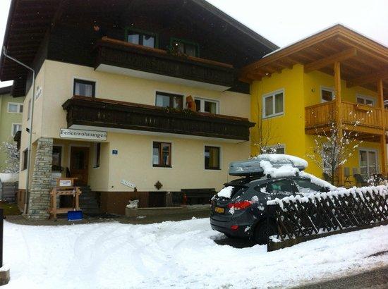 Gotthardt Apartmenthaus: Vooraanzicht met de sneeuw