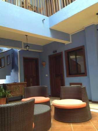Hotel Aquamarina Suites THe Senses Collection : Communal area on the first floor (open air)