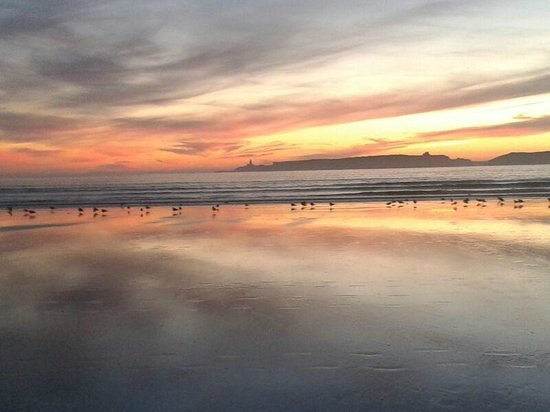 Riad Zahra: La playa en frente del hotel