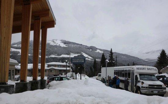 BEST WESTERN PLUS Revelstoke: Resort shuttle to RMR!