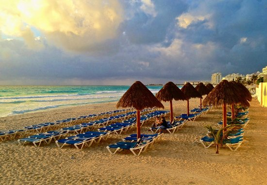 GR Solaris Cancun: early morning in the beach area