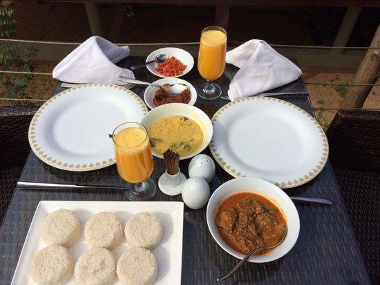 Uga Ulagalla: Pool side breakfast!!