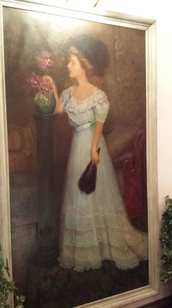 Palace Hotel Port Townsend : Lady in blue