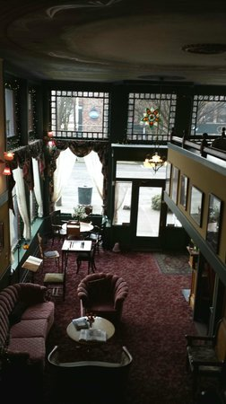 Palace Hotel Port Townsend: Looking down