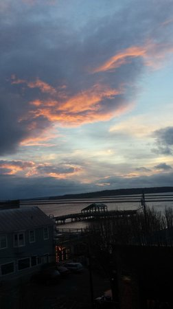 Palace Hotel Port Townsend: Sunrise from room