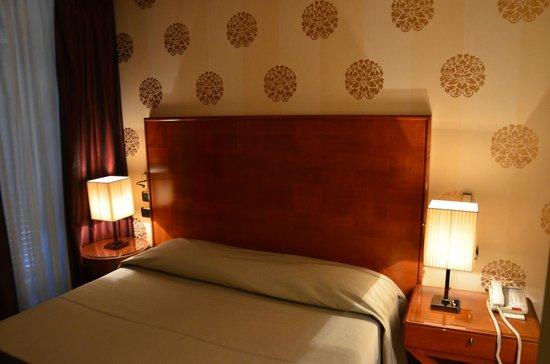 Hotel delle Nazioni: Кровать