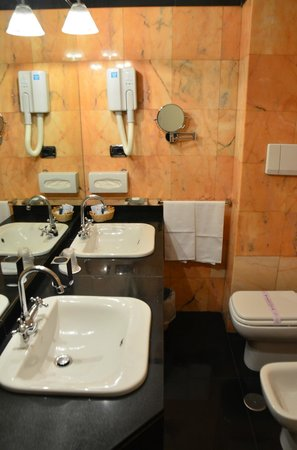 Hotel delle Nazioni: Ванная комната