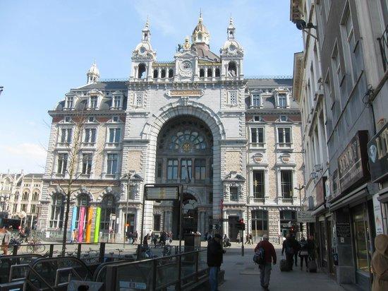 Bahnhof Antwerpen-Centraal: Вокзал