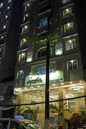 Signature Saigon Hotel : Front Door