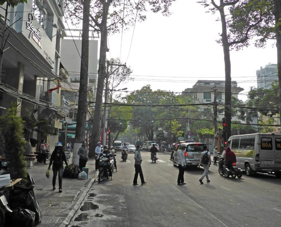Signature Saigon Hotel : Hotel to the left of the street in front