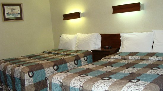 Mariner Motor Hotel: Two double beds