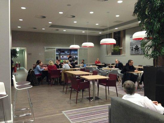 Staybridge Suites Birmingham: Social / Breakfast Area