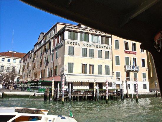 Hotel Continental Venice : L'hotel Continental visto dal Canal Grande