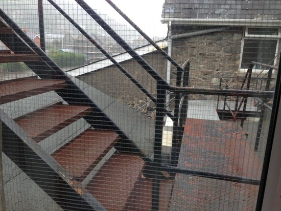 Min-y-mor Hotel: View of fire escape from bedroom window