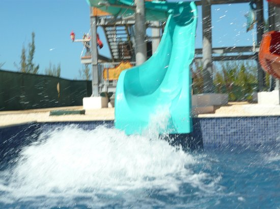 Royalton White Sands Resort: Kid's loved the water slide