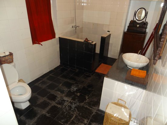 Alamanda Inn: La salle de bain