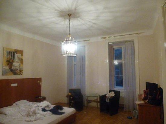 Hotel Carlton Opera: the main bedroom