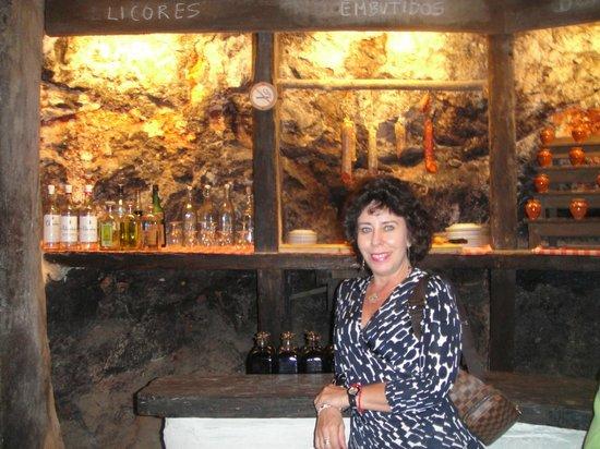 Plaza Mayor de Chinchón: En un restaurante que tiene una cueva. Hermoso.