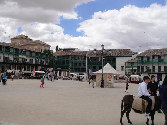 Plaza Mayor de Chinchón: La plaza central.