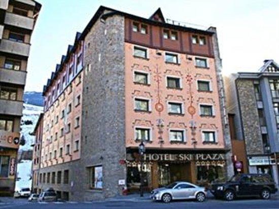 Hotel Ski Plaza: El hotel desde la calle