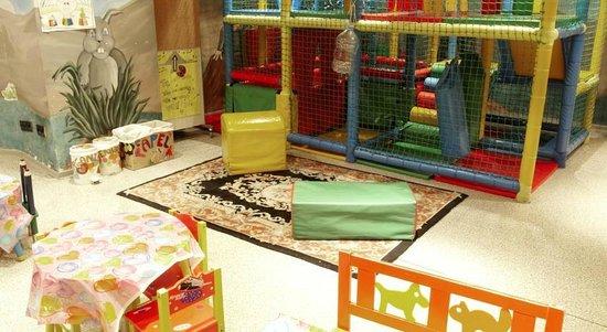 Hotel Ski Plaza: sala de juegos para pequeños