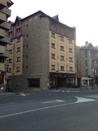 Hotel Ski Plaza: El hotel desde afuera