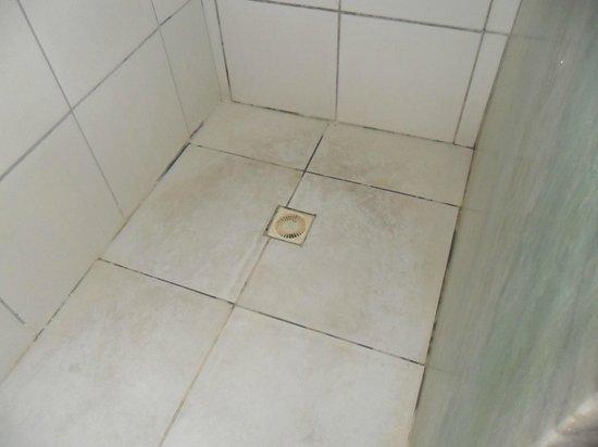 Hotel Beach Hills: Local para tomar banho sujo e manchado