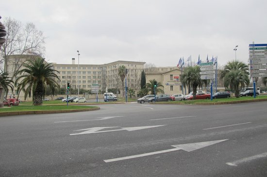 Novotel Suites Montpellier : View from the main airport road