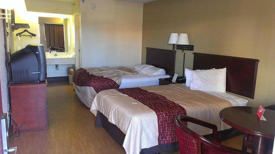 Rodeway Inn : Camas en buen estado, cómodas y limpias