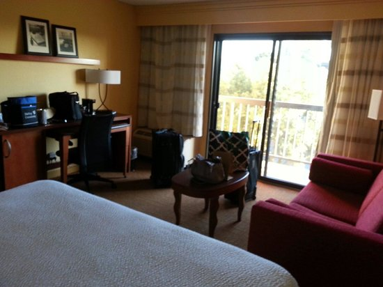 Courtyard Anaheim Buena Park: Nice room with balcony on 2nd floor
