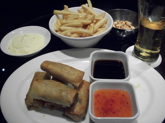 Hilton Dubai Creek: issimo bar food
