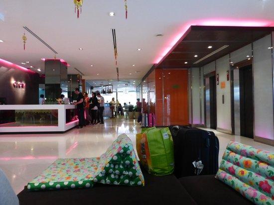 Trinity Silom Hotel: Hall de l'hôtel