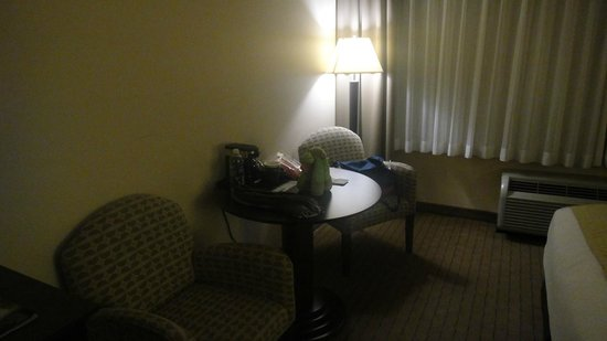Holiday Inn Express Los Angeles-LAX Airport: Mesinha Quarto