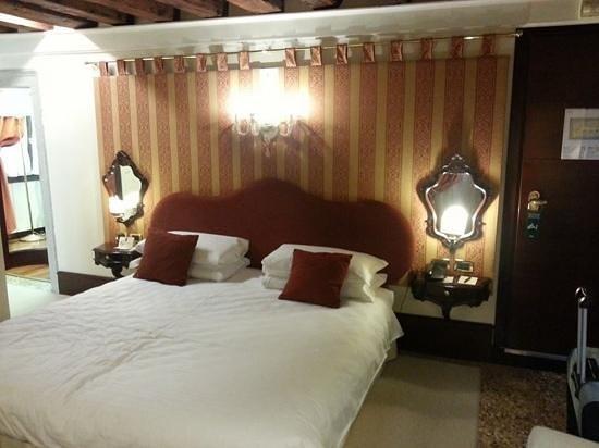 Ruzzini Palace Hotel: bedroom