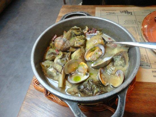 Cuines Santa Caterina : Almejas con alcachofas