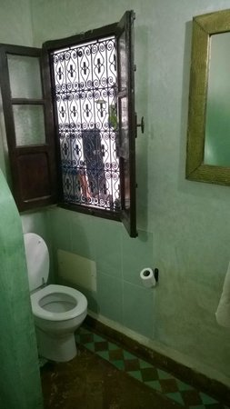 Riad Abaca Badra: Ventana del baño