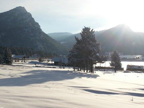 Murphy's Resort at Estes Park: Sunny winter morning in Estes
