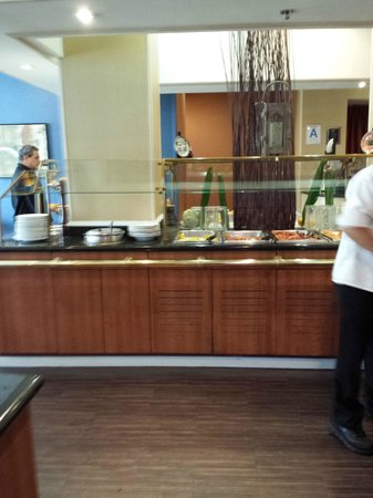 Holiday Inn Express Los Angeles-LAX Airport: Café da Manhã