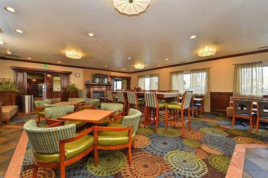 Holiday Inn Express Portland SE-Clackamas Area: BREAKFAST/RECEPTION ROOM