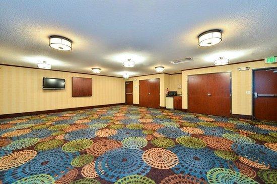Holiday Inn Express Portland SE-Clackamas Area: MEETING SPACE