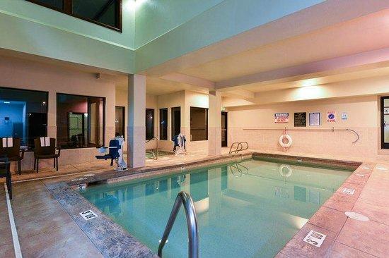 Holiday Inn Express Portland SE-Clackamas Area: POOL